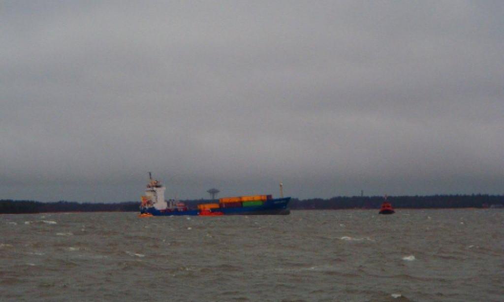 Havererade containerfartyget i Kalmarsund har miljöfarlig last