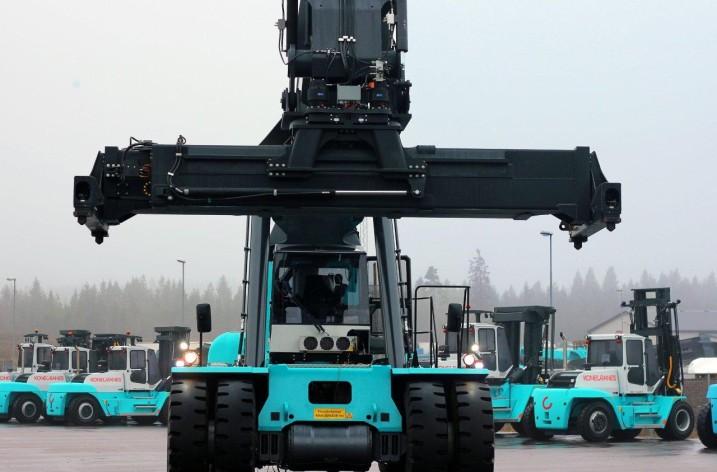 Första containertrucken med hybriddrift till Helsingborg