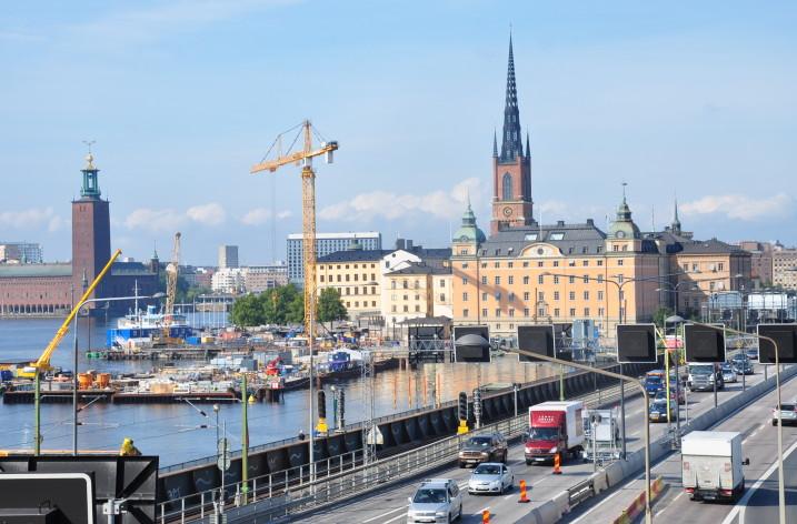 Första elementet i Riddarfjärdstunnel sänks ner på Valborgsmässoafton