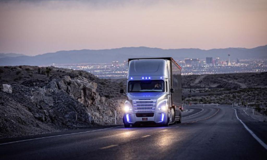 Världspremiär för självkörande lastbilar