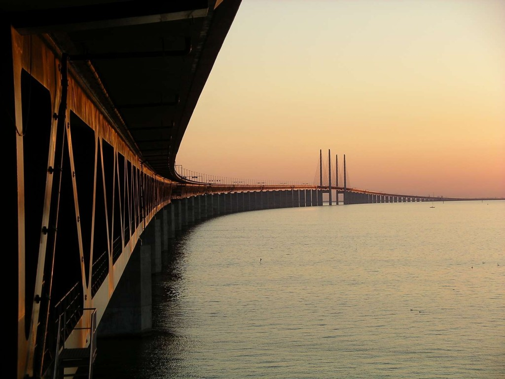 Lobbygruppen Infrastrukturkommissionen föreslår att Sverige ska sälja sin andel i Öresundsbron för att finansiera annan infrastruktur, t ex HH-förbindelsen.