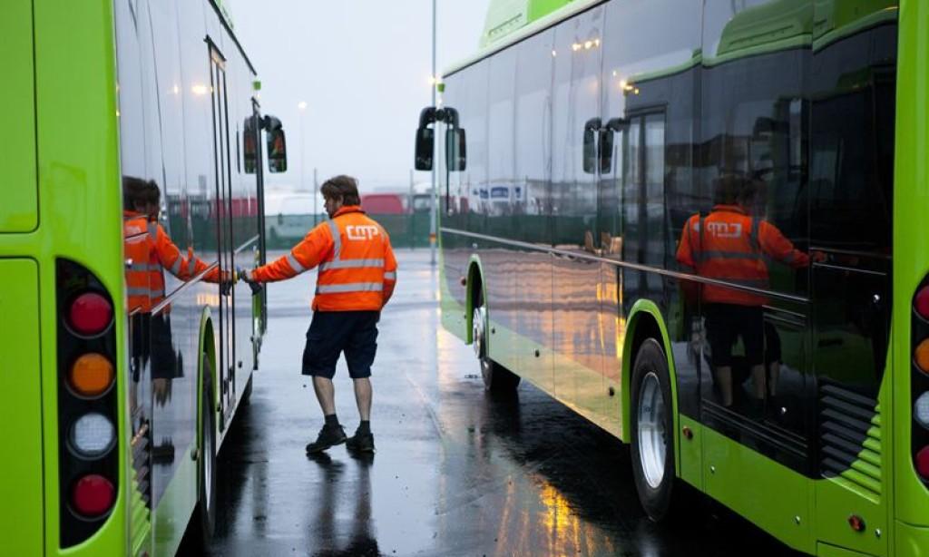 Kinesiska elbussar skeppas till Malmö hamn
