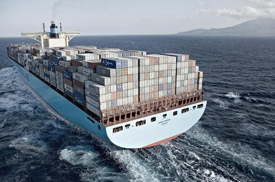 Priserna på containerfrakter från Asien till Nordeuropa har fallit kraftigt den senaste tiden. Prisraset gynnar stora importörer men drabbar rederierna hårt, inte minst Maersk.  Foto Maersk