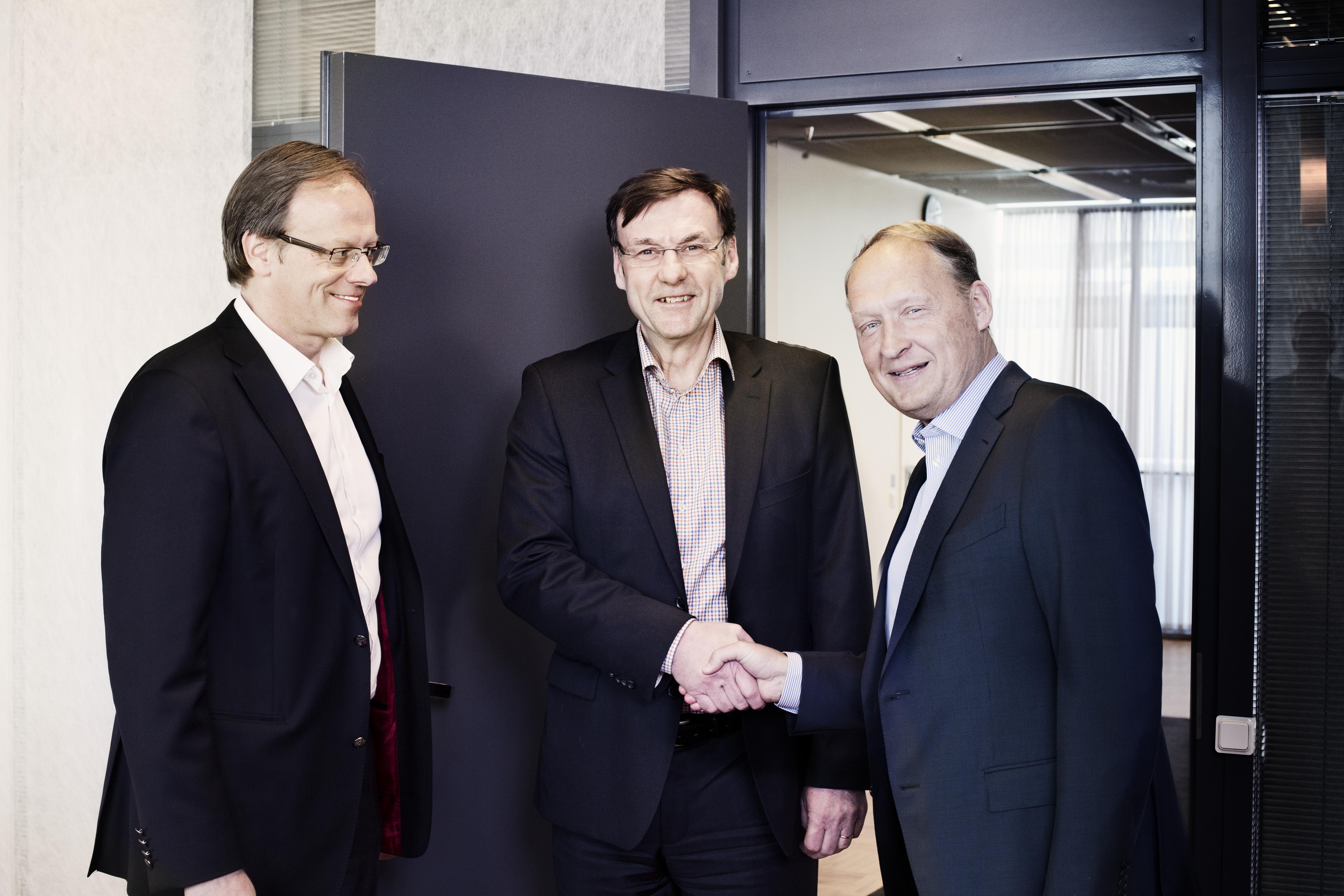 PostNord skriver kontrakt med Bockasjö. Fr v Håkan Ericsson (postnord) Anders Holm (postnord) Joakim Hedin vd Bockasjö