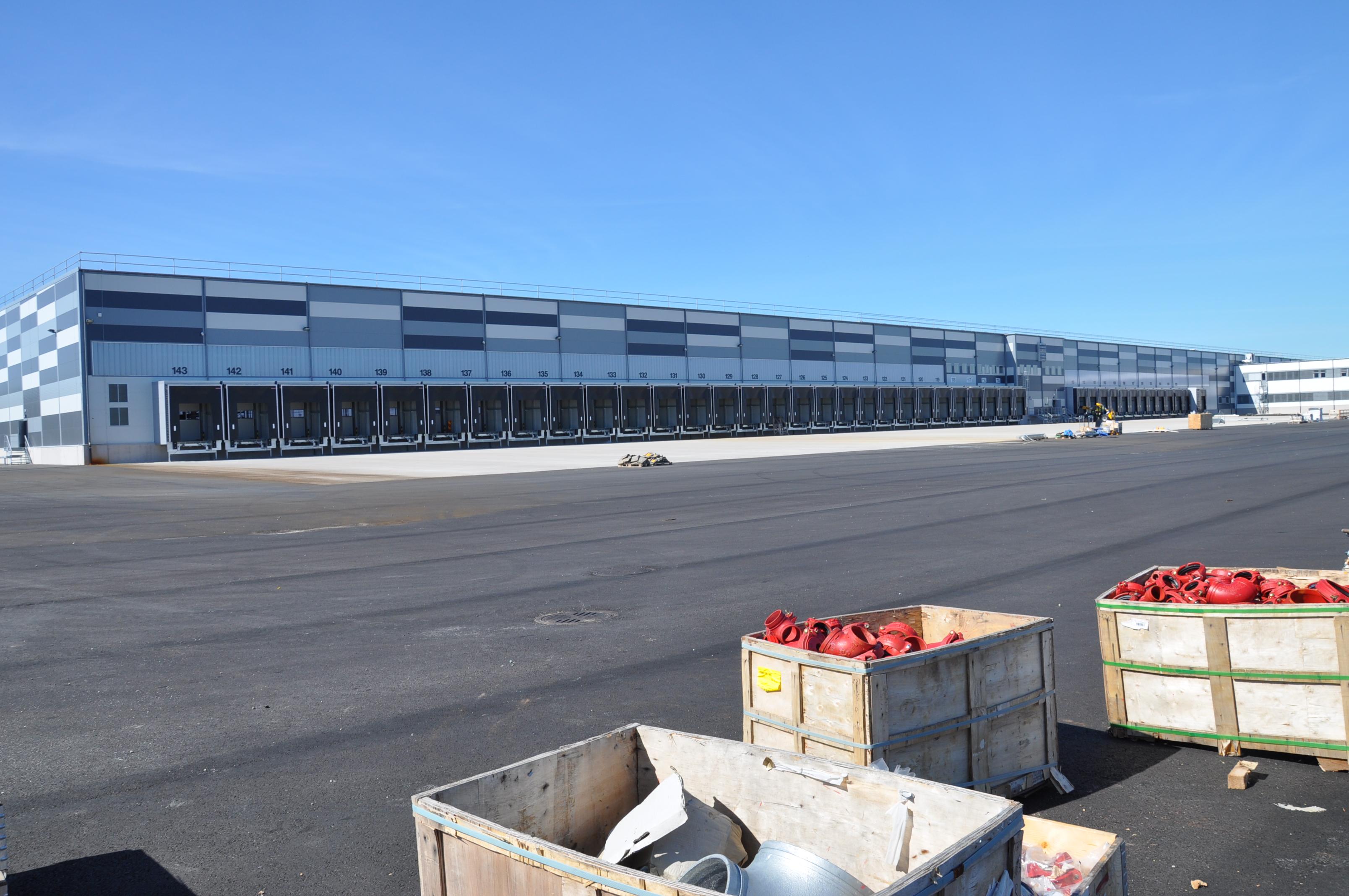 Lidls 45 000 kvm stora centrallager vid invigningen 2013. Ny byggs ett tredje centrallager i samma storleksklass i Örebro.