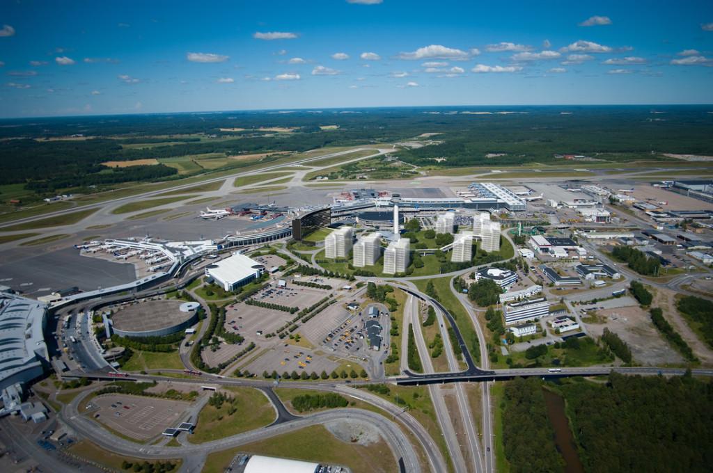 Arlanda behöver få en fjärde landningsbana och planeringen måste börja nu, menar regeringens utredare Foto SAS