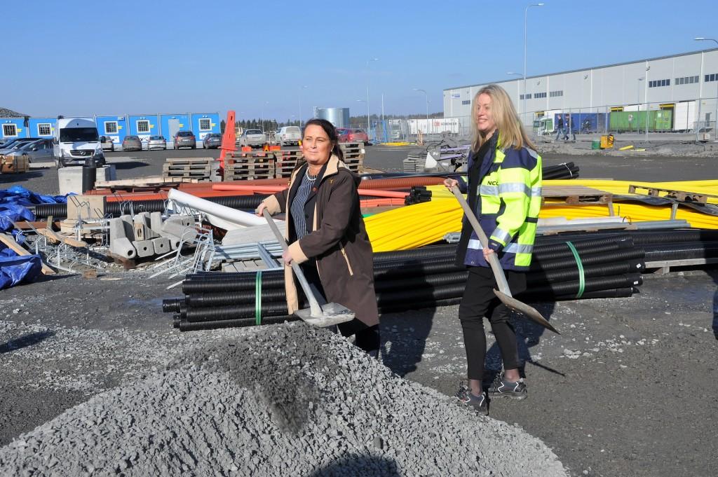 I mars tog Upplands Bros Kommunstyrelseordförande Camilla Jansson och NCC Property Developments vd Katarina Wåhlin Alm första spadtaget till Önskebrunnen. Nu inleds bygget av tredje etappen, Vattenbrunnen, där Edström flyttar in i februari 2017.