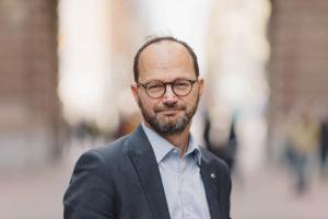 Tomas Eneroth tar över som infrastrukturminister efter Anna Johansson. Foto Socialdemokraterna.