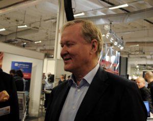 """Leif Östling talade på årets upplaga av mässan """"Logistics and Distribution"""" och beskrev utvecklingen för fordonsindustrin i form av uppkopplade fordon, elektrifiering och delningsekonomi. Foto: Klara Eriksson"""