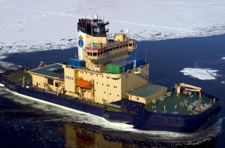 Bråda dagar för Sveriges isbrytare