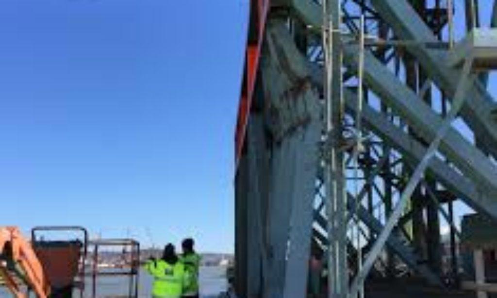 Fartyg körde på Götaälvsbron