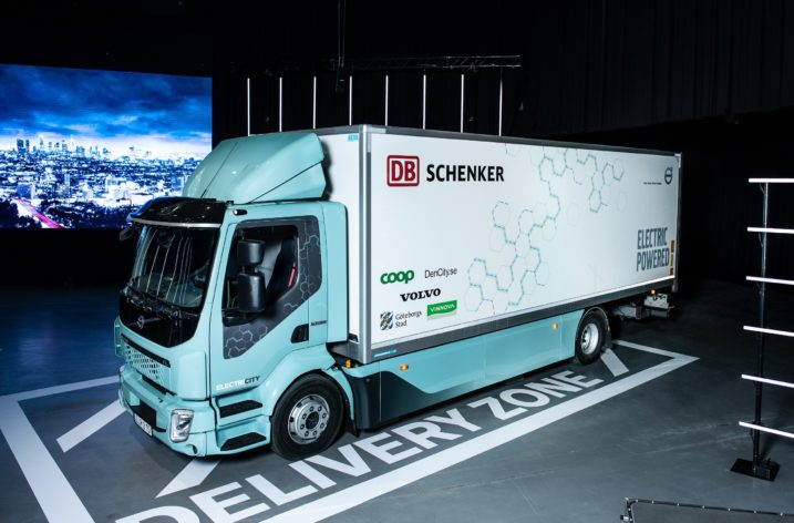 Volvos el-lastbilar rullar ut